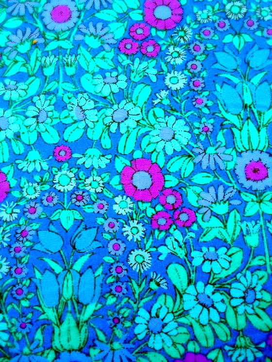 modflowers: Daisy Chain fabric, designed by Pat Albeck