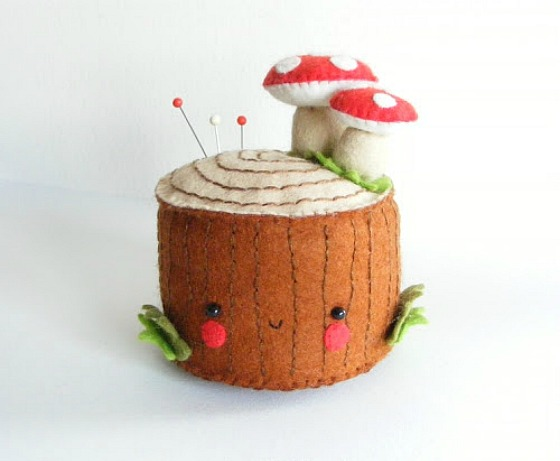 modflowers: pining for pincushions - felt tree stump pincushion by iManuFatti