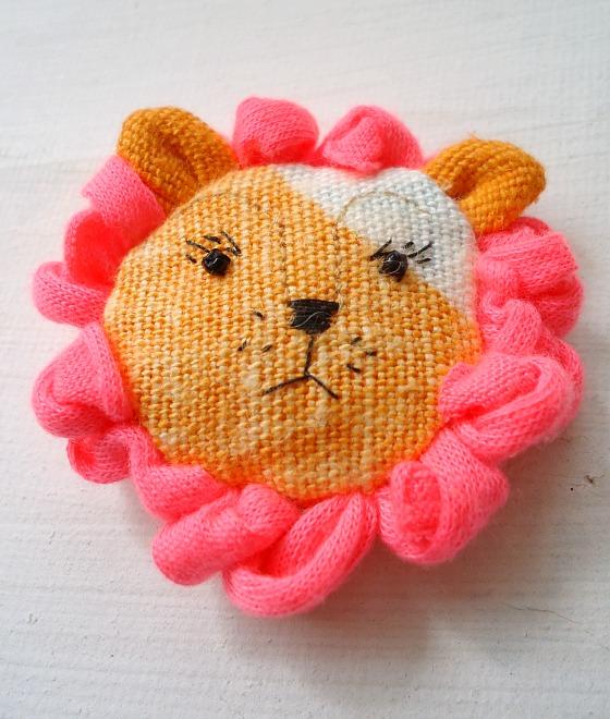 modflowers: change of mood - grumpy lion brooch