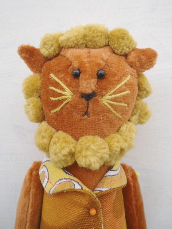 modflowers: golden cinnamon lion
