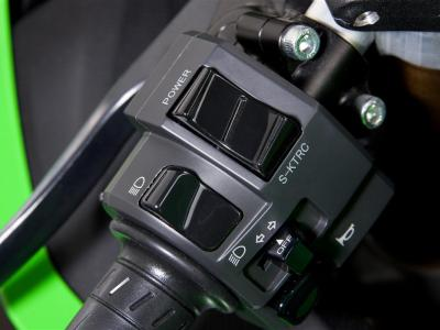 Details-ZX-10R power-s-ktrc button 2011