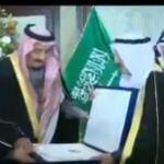 بالفيديو.. أمير الكويت يقلد خادم الحرمين الشريفين قلادة مبارك الكبير