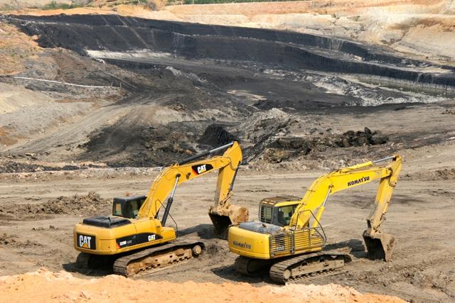 kawasan tambang batubara milik pt jambi prima coal di sorolangun foto feri irawan