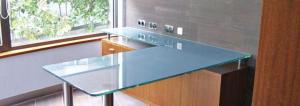 mesa angular de cristal
