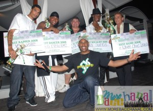 Winners of Bliss-Heineken Green Synergy Music Awards 2008 pose together with checks and trophies!