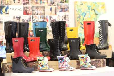 rain boots seen on gma 2-11-16