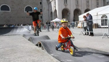 Pumptrack mit Einrad und Laufrad