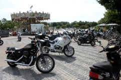 Loads of bikers in La Rochelle - Male and female