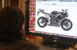 Roland looks up what a CR600RR should look like...