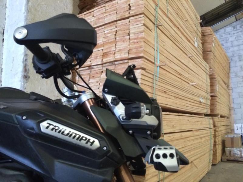 Esta preciosa Triumph Tiger se ha ido a conocer Perú. Buen viaje. Esperamos que todo salga bien.