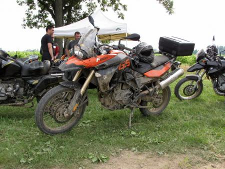 The optional orange-colored F800GS looks like a real hot rod, especially when it's covered with a nice layer of mud.