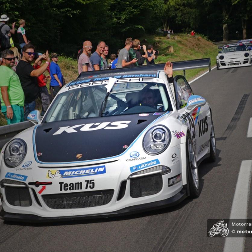 Sportwagen-Weltmeister Timo Bernhard legte eine beeindruckende Zeit auf den Asphalt, drehte sich aber im zweiten Lauf.