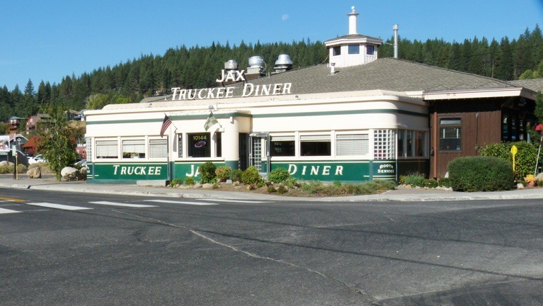 DINING OUT & ABOUT JAX AT THE TRACKS – TRUCKEE, CA