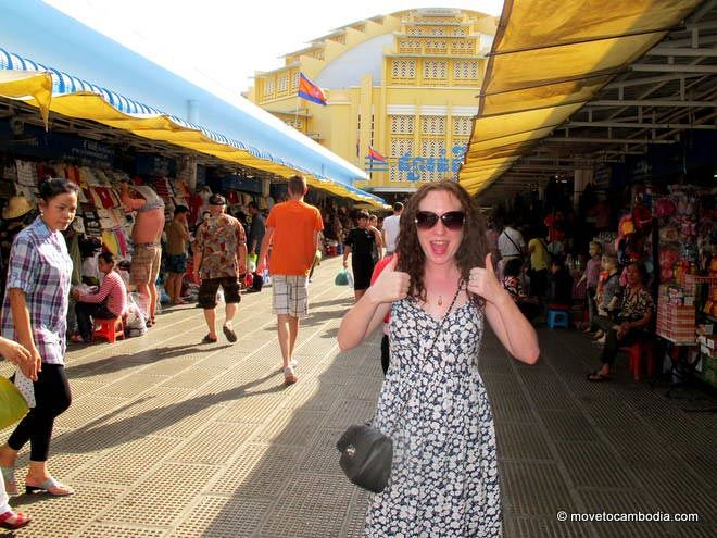 A woman outside Phnom Penh's Central Market wears her purse across her chest.