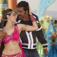 Naino Mein Sapna video song from Himmatwala 2013