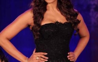 Bipasha Basu Looks Sexy Look at Aatma Movie First Trailer Launch Pictures 1