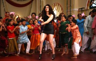 Bum Pe Laat Video Song From HimmatWala