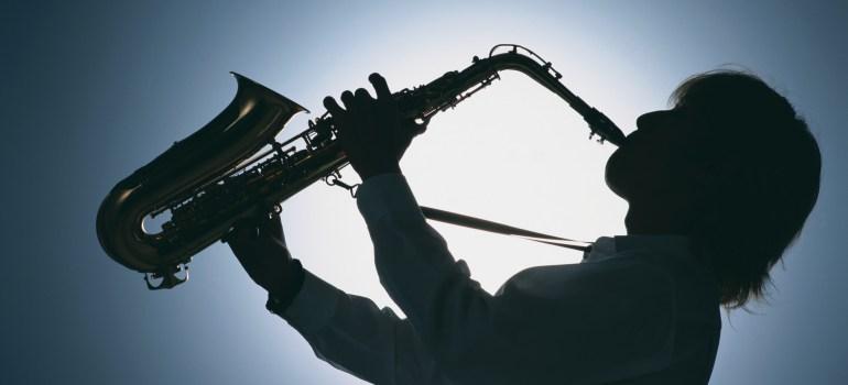 playing-sax-wallpaper