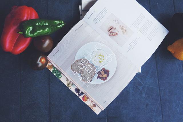 No más platos de mamá, un libro de recetas para jovenes y mayores con ganas de entrar en la cocina. De No más - de mamá.