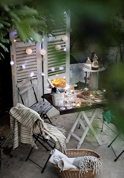 guirnaldas de bombillas - como decorar una fiesta en el jardin