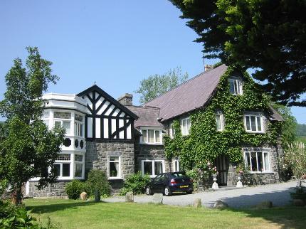 gwern-borter-manor-rowen-conwy_030320091534422962
