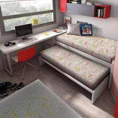 Habitación juvenil compuesta por dos camas superpuestas y escritorio