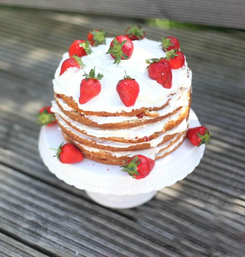 strawberrypinataplategone