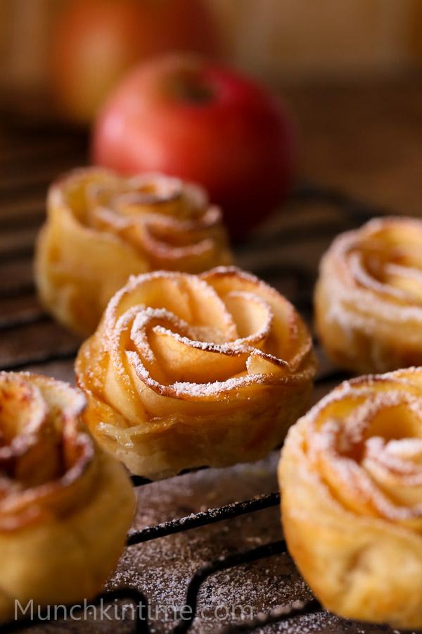 Apple Roses  Recipe // www.munchkintime.com