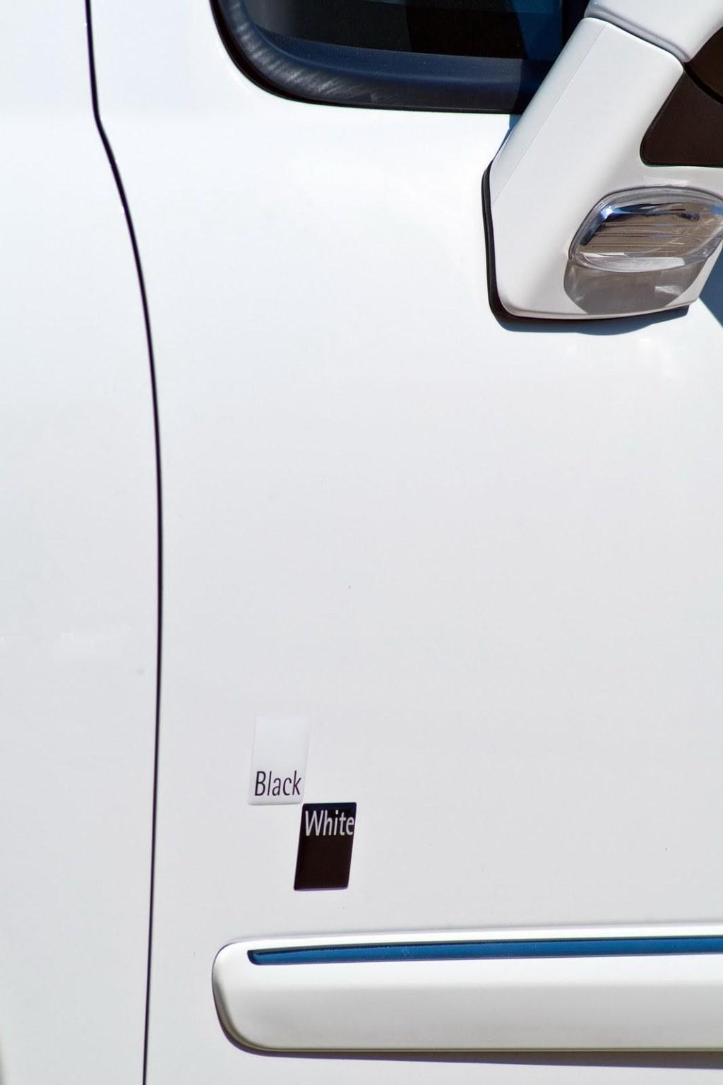 peugeot 207 cc black and white edition mundoautomotor. Black Bedroom Furniture Sets. Home Design Ideas