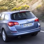 opel-astra-sports-tourer-2010-01