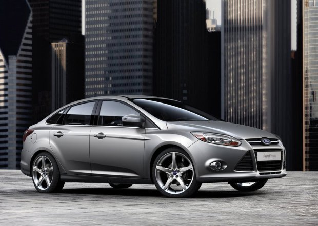 Ford-Focus-Sedan-2011-00