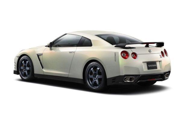 Nissan GT-R 2011 02
