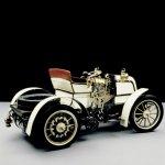 06-Mercedes Benz 125 años de innovación 1898 - Daimler 8 hp Phoenix  Phaeton. primer automóvil con motor de cuatro cilindros