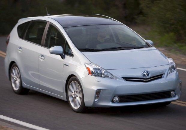 Toyota-Prius_V_00