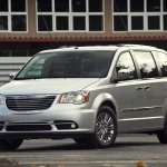chrysler-town-and-country-2011-01