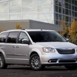 chrysler-town-and-country-2011-02