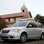 chrysler-town-and-country-2011-04