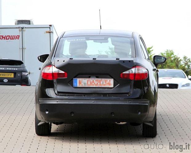 ford-fiesta-sedan-fotos-espia-3