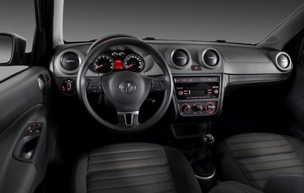 Volkswagen-Voyage-2013-5