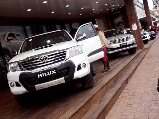 Toyota-Hilux-Limited-1