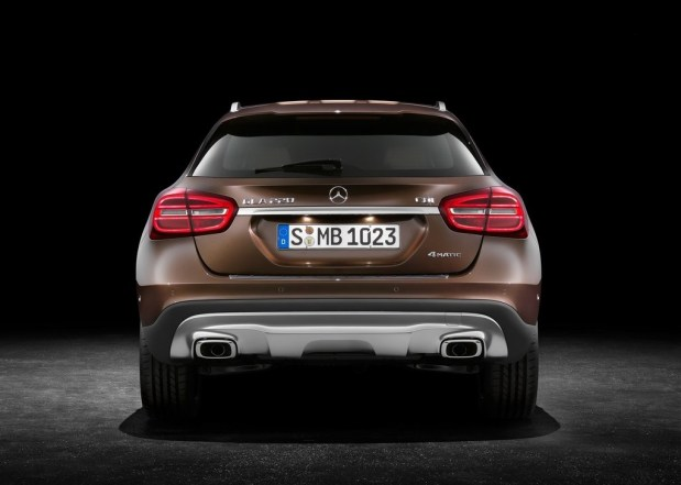 Mercedes-Benz-GLA-2