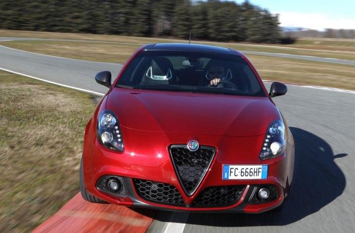 Alfa Romeo Giulietta, con Cambios en Ginebra