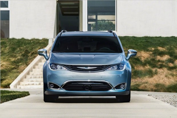 chrysler-pacifica-2017-8