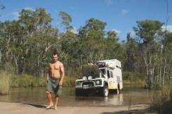 Calço hidráulico num rio de crocodilos, Austrália