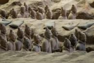 No total são 8.000 estátuas...