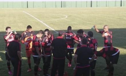 Juniores do Flamengo dominam, mas não conseguem a vitória