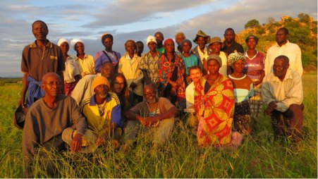 Members of the Muonde Team and villagers from Mhototi in 2013 on conclusion of a seminar on pegging dead-level contour ridges to catch run-off