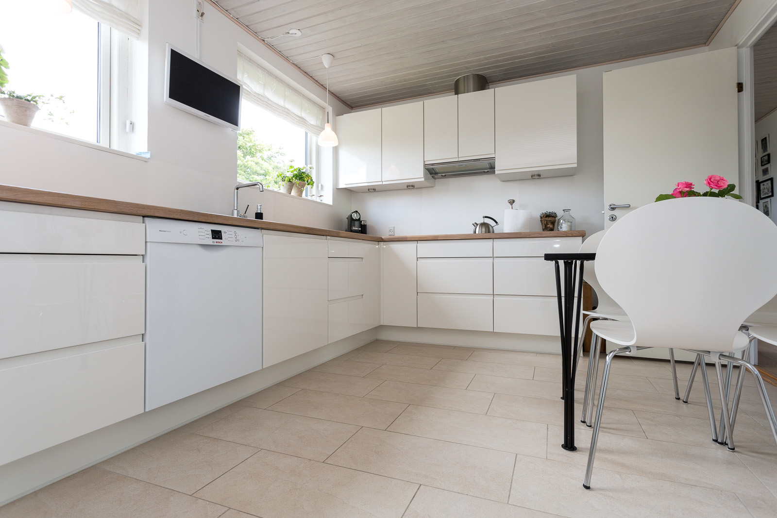 Nyt køkken med lys og plads