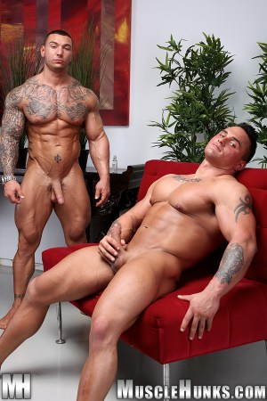 bodybuilders-big-dicks