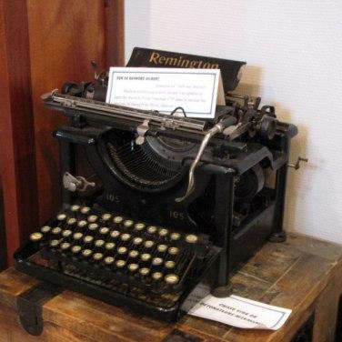 Machine à écrire, outils de communication